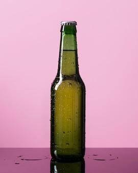 ビールの冷たいボトル
