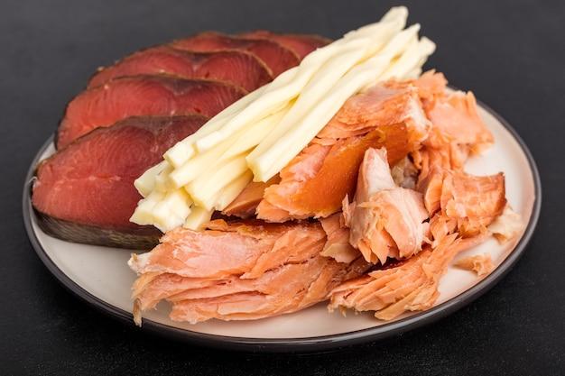 Рыба холодного, горячего копчения и сыр. закуска к пиву