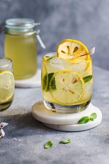 冷たいレモネード、アイス、レモン、ミント