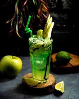 Cold lime and apple drink