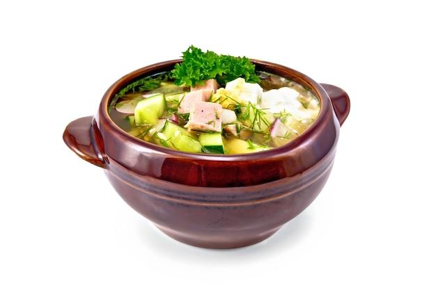 Холодная суповая окрошка из колбасы, картофеля, яиц, редиса, огурца.