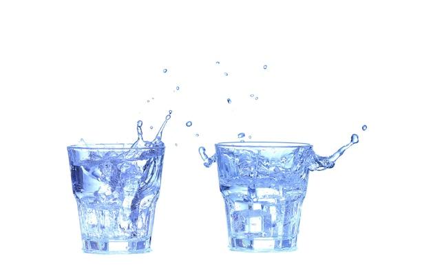 흰색 배경에 물, 얼음, 신선한 레몬 한 조각 콜라주 유리