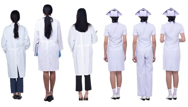 콜라주 그룹 20대 30대의 전체 길이 다양성 아시아 여성은 제복을 입은 의사와 간호사입니다. 여성 의료 직원 스탠드 흰색 배경 위에 후면 보기를 다시 설정