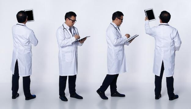 콜라주 그룹 60대 50대 아시아 노인 의사 남자는 실험실 코트, 환자 디지털 태블릿 차트, 청진기를 착용합니다. 수석 의료 남성 스탠드와 격리 된 흰색 배경 위에 세부 사항을 봐