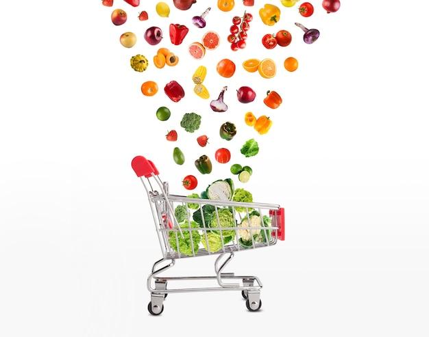 Коллаж корзины с овощами и фруктами изолированы