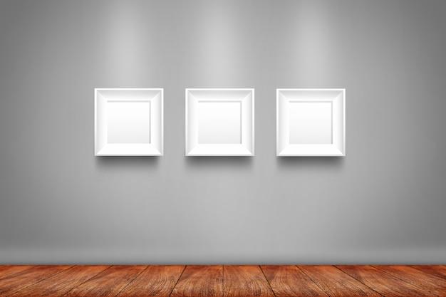 壁に3つの白いフォトフレームのコラージュ