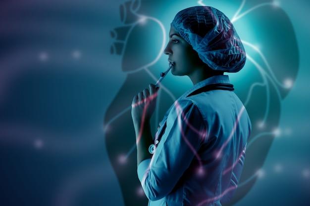 科学的なトピックのコラージュ。心臓の背景に立っている若い女性医師。グローバルワイヤレス接続の概念と研究者