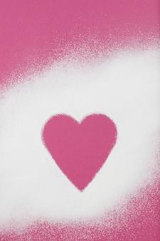 ピンクの紙にコラーゲンパウダーが散らばっている