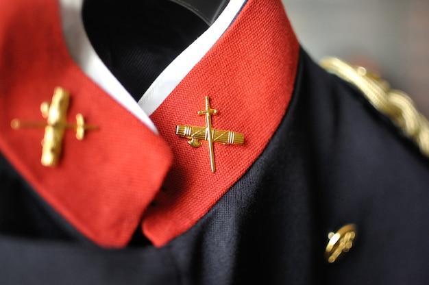 スペイン市民警備隊のガラジャケットの襟と詳細