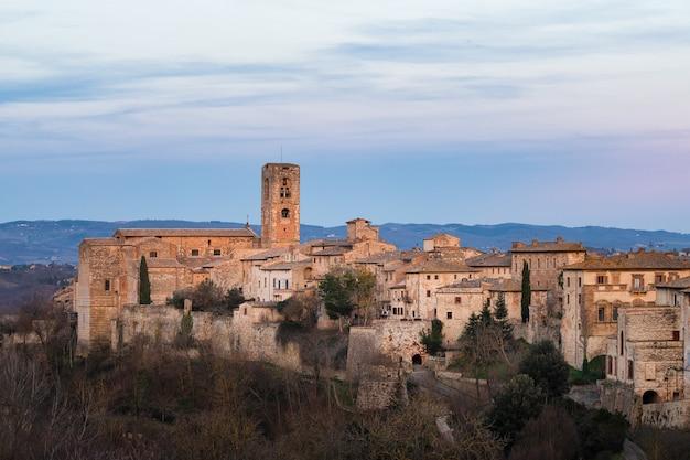 コレヴァルデルザ。イタリアトスカーナの重要な中世の村