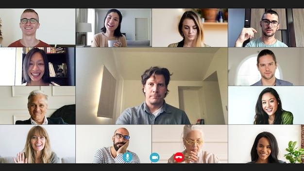 코로나바이러스 전염병 동안 집에서 일하는 동안 화상 회의를 하는 동료들