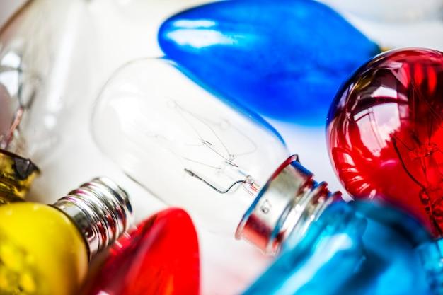 Collezione di lampadine colorate