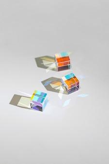 抽象的なプリズムと光のコレクション