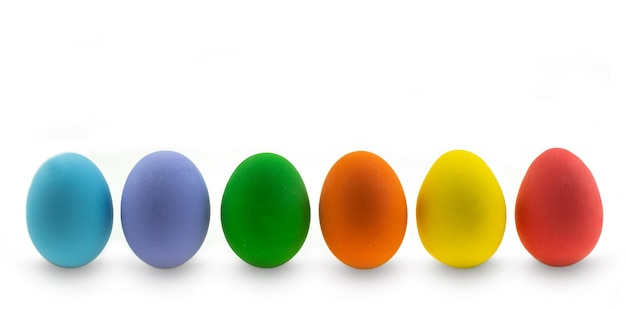 Коллекция красочных пасхальных яиц курица на белом фоне
