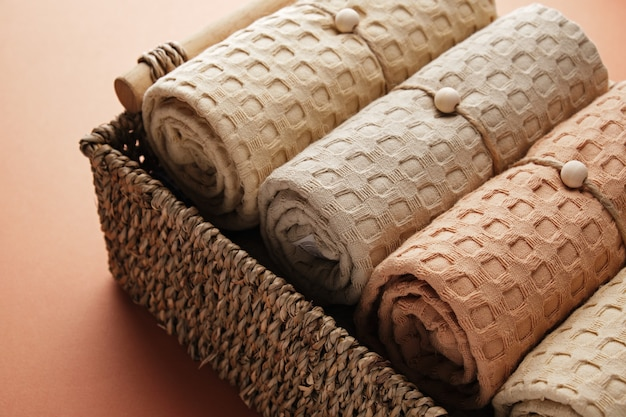 고리 버들 바구니 자연 부드러운 공기와 세련된 가정에 천연 모슬린 목욕 타월 컬렉션
