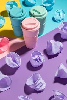 재사용 가능한 컵이있는 플라스틱 컵 컬렉션