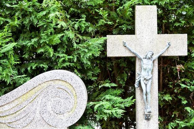 Коллекция самых красивых и трогательных архитектурных памятников европейских кладбищ.