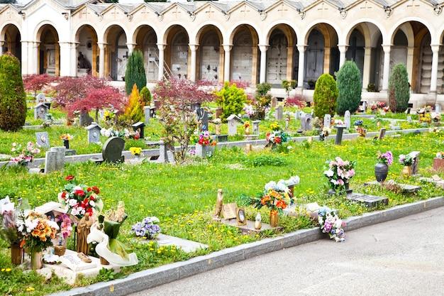 ヨーロッパの墓地で最も美しく感動的な建築物の例のコレクション