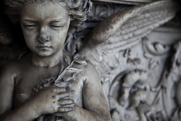 Коллекция самых красивых и трогательных образцов архитектуры европейских кладбищ.