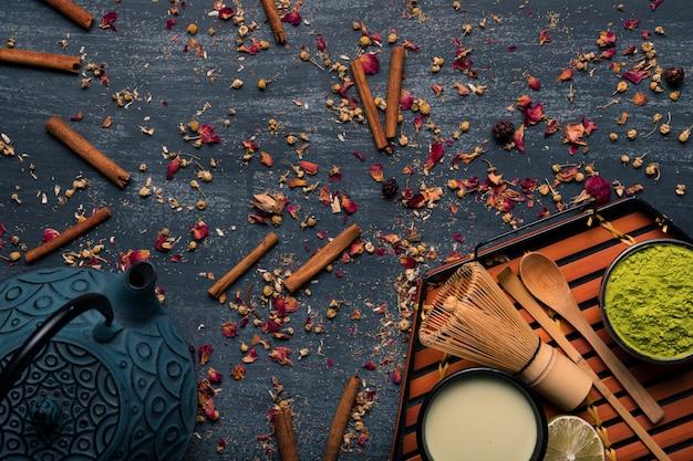 伝統的なアジア茶抹茶のコレクション