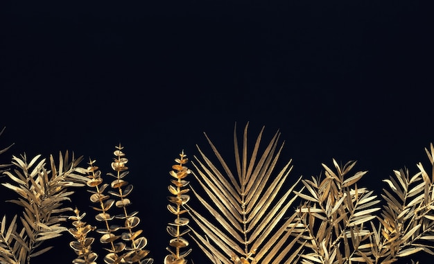 검은 공간 바탕에 골드 컬러로 열 대 잎의 컬렉션입니다. 추상 잎 장식 design.flat 누워 예술