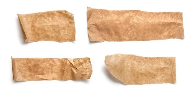 Коллекция различных кусочков клейкой ленты на белом