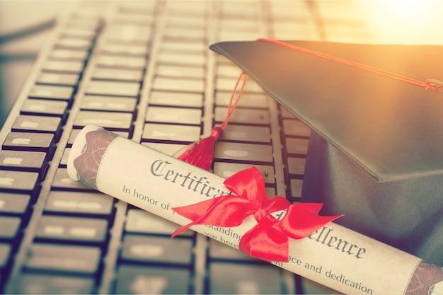 Студенты колледжа получают доступ к электронному обучению менеджменту за рубежом академия