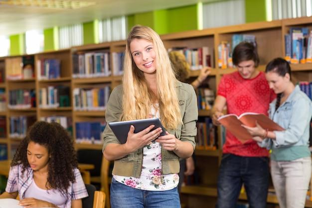 도서관에서 대학생