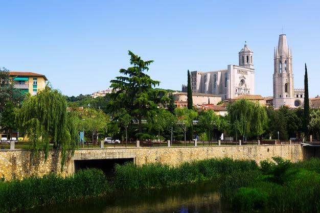 ジローナの聖フィリウとゴシック様式の大聖堂の教会