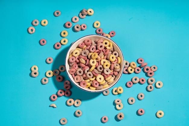 コロフルシリアルの朝食リングはボウルにループします