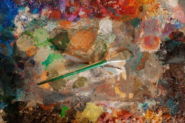 Цветовая палитра крупным планом, художественный рисунок кистью