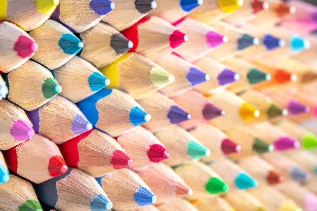 色鉛筆の背景、デザイン図面の分離概念として切り抜く
