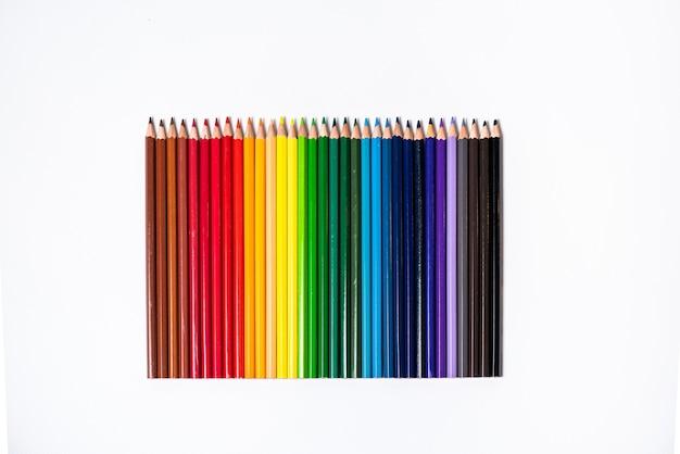 컬러 연필 흰색 배경에 고립입니다. 닫습니다.
