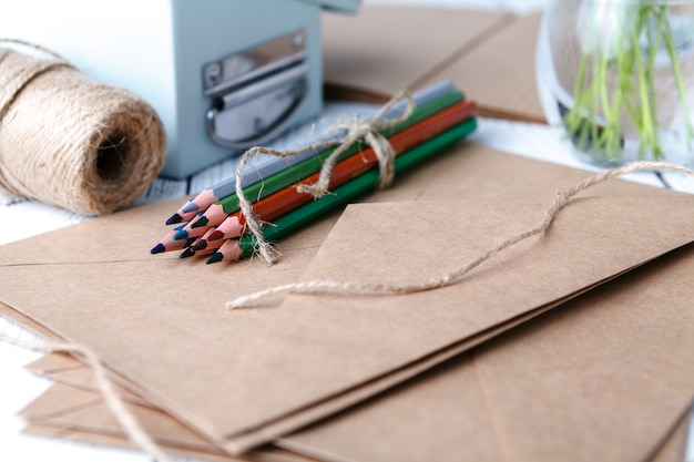 공예 종이에 컬러 연필