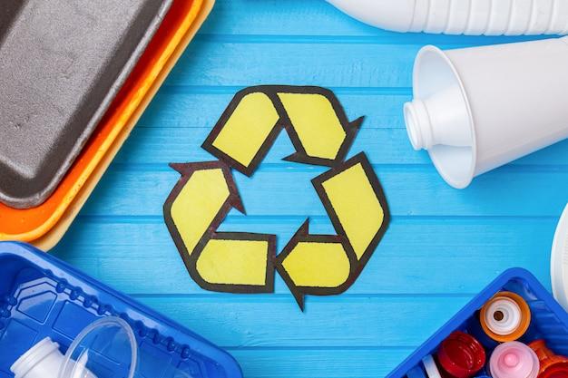 Цветные пластиковые отходы с утилизацией