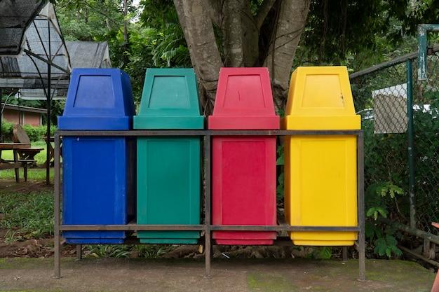 В парке установлены бункеры для сортировки по цвету