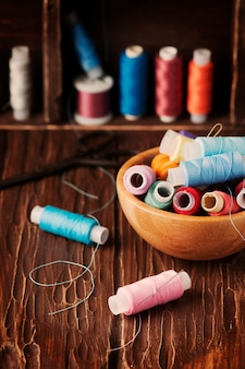 Цвет ниток на винтажном столе
