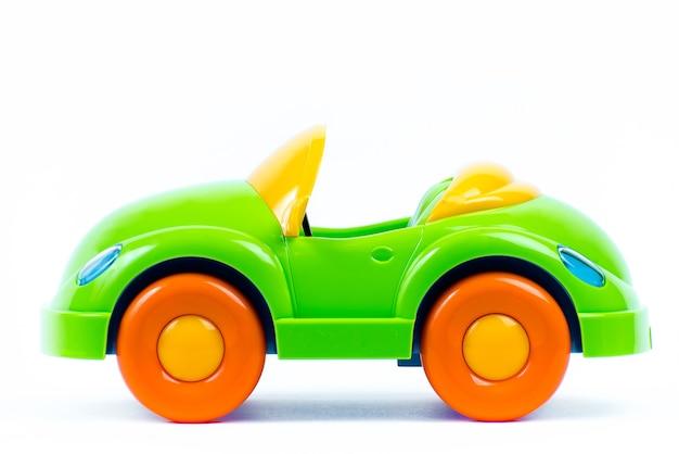 Цветная игрушечная машинка