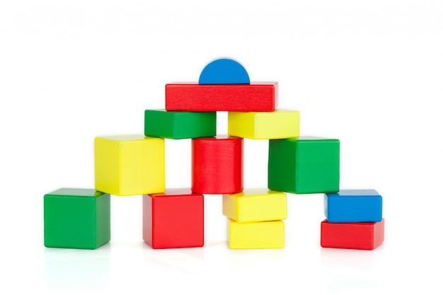 色の木製ビルディングブロック