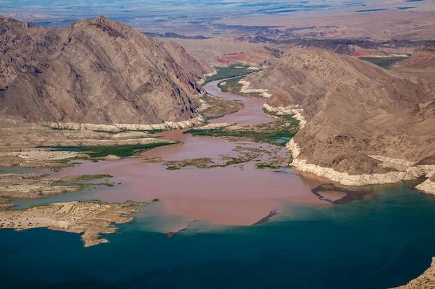 Река колорадо впадает в озеро мид