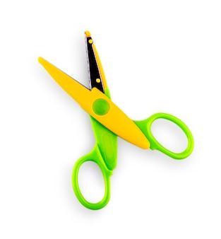 Колор открыл детские ножницы, вырезанные на белой стене.