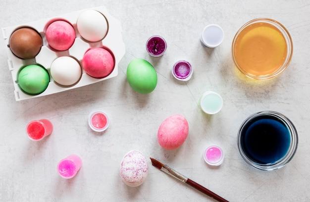 Цветные пасхальные яйца вид сверху