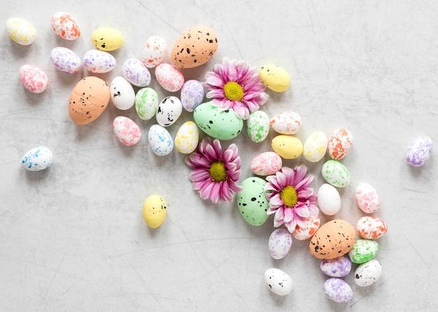 착 색된 부활절 달걀 평면도