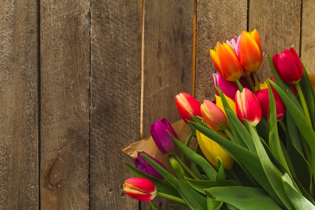 父の日の木の表面に色の花