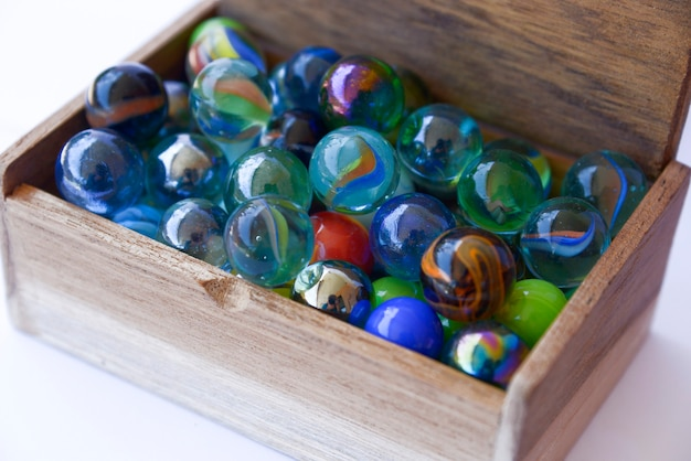 Цветные шарики в коробке