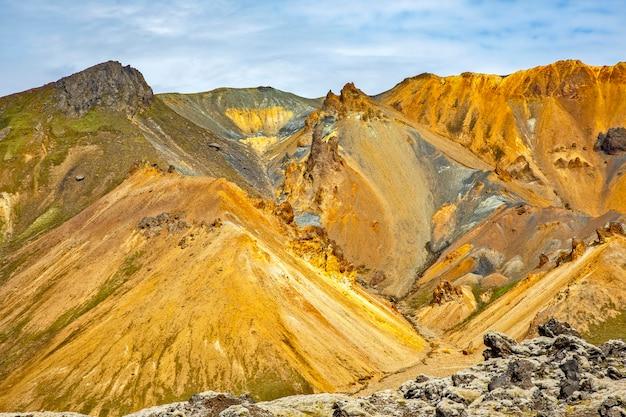 Landmannalaugar의 화산 풍경의 컬러 산. 아이슬란드 프리미엄 사진