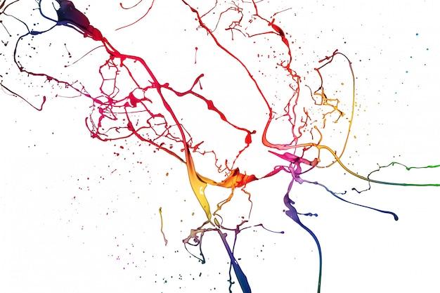 Цветные брызги краски на белом фоне