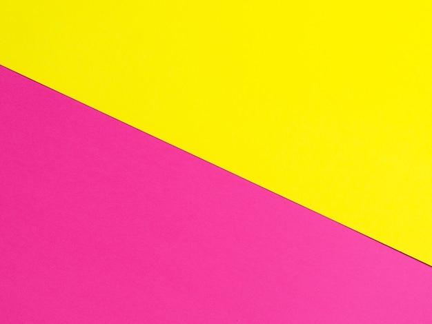 Фон цветной бумаги в желтом и фиолетовом. вид сверху