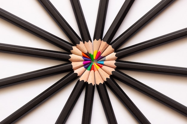 Colored pencils for drawing folded in a circle