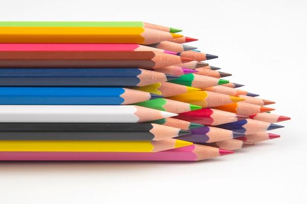 Цветные карандаши для рисования изолированные